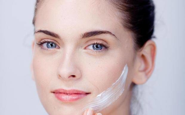 5 Best & Effective Skin Care Creams For Winters (Women)